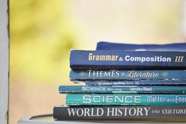 Ești in căutarea unui anticariat care cumpără cărți vechi?