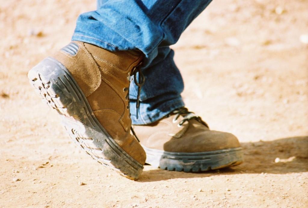 Cum iti protejezi picioarele vara pe santier?