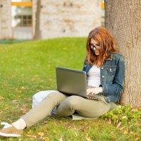Cum putem câştiga bani de acasă participând la sondaje online plătite?